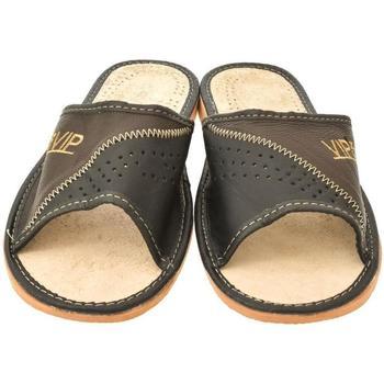 Boty Muži Papuče John-C Pánske hnedé papuče VIPMEN hnedá
