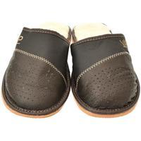 Boty Muži Papuče John-C Pánske tmavo-hnedé papuče VIPMEN hnedá