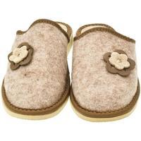 Boty Ženy Papuče John-C Dámske hnedé papuče 2FLOWERS ťavia