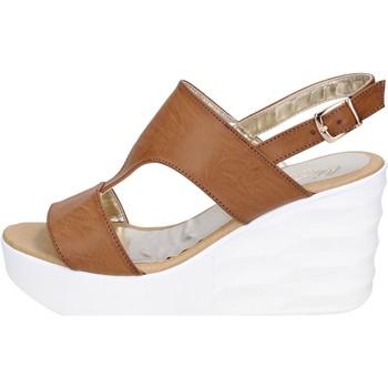 Boty Ženy Sandály Querida sandali pelle sintetica Marrone