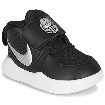 Boty Chlapecké Multifunkční sportovní obuv Nike TEAM HUSTLE D 9 TD Černá / Stříbrná