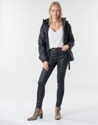 Textil Ženy Kapsáčové kalhoty Emporio Armani 6H2J20 Černá