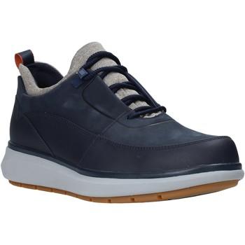 Boty Muži Nízké tenisky Clarks 26146136 Modrý