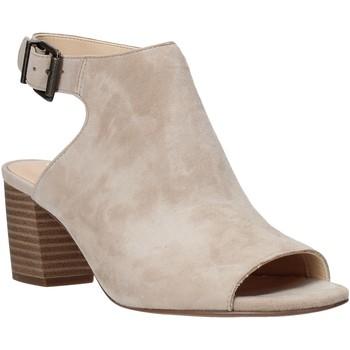 Boty Ženy Sandály Clarks 26140187 Béžový