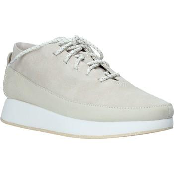 Boty Muži Nízké tenisky Clarks 26136539 Bílý