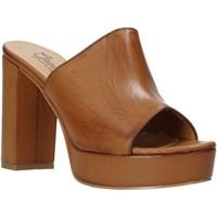 Boty Ženy Dřeváky Grace Shoes 492PL008 Hnědý
