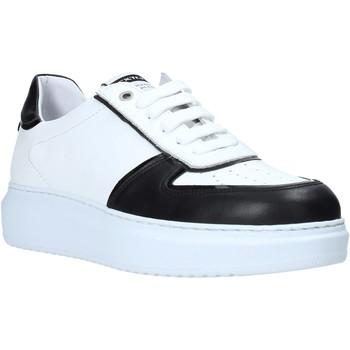 Boty Muži Nízké tenisky Exton 956 Černá