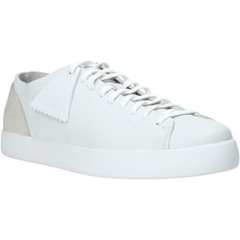 Boty Muži Nízké tenisky Clarks 26136115 Bílý