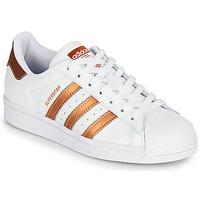 Boty Ženy Nízké tenisky adidas Originals SUPERSTAR W Bílá / Bronzová