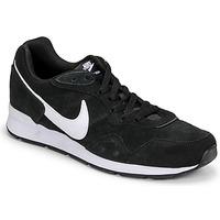 Boty Muži Nízké tenisky Nike VENTURE RUNNER SUEDE Černá / Bílá