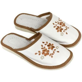 Boty Ženy Papuče John-C Dámske bielo-hnedé papuče MALVINA biela