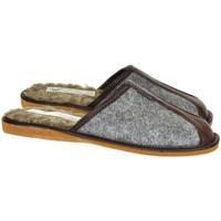 Boty Muži Papuče Just Mazzoni Pánske sivo-hnedé papuče SIMON sivá
