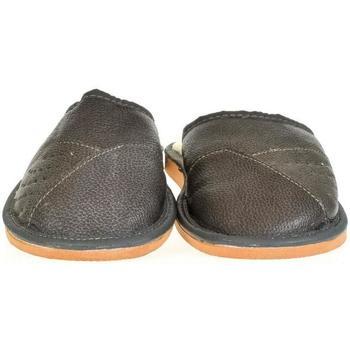 Boty Muži Papuče John-C Pánske sivé kožené papuče EDIK tmavosivá