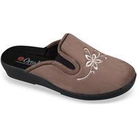 Boty Ženy Papuče Mjartan Dámske papuče  DIA bordová