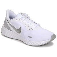Boty Ženy Multifunkční sportovní obuv Nike WMNS NIKE REVOLUTION 5 Bílá / Stříbřitá