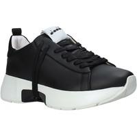Boty Muži Nízké tenisky Diadora 501176332 Černá