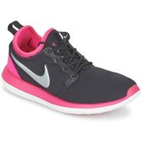 Boty Dívčí Nízké tenisky Nike ROSHE TWO JUNIOR Černá / Růžová
