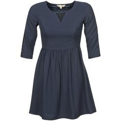 Krátké šaty Yumi KINCHIKA