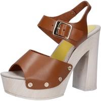Boty Ženy Sandály Suky Brand sandali marrone pelle AC482 Marrone