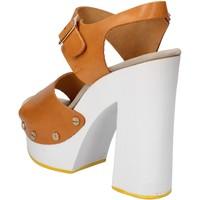 Boty Ženy Sandály Suky Brand sandali marrone pelle AC485 Marrone