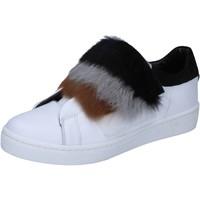 Boty Ženy Módní tenisky Islo sneakers bianco pelle pelliccia BZ211 Bianco